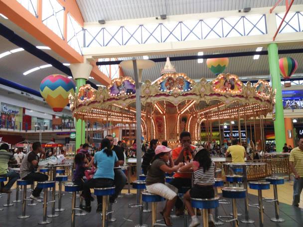 Até parque de diversões dentro do shopping
