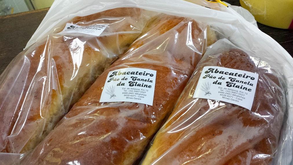 A sacola suando com o pão quentiiiinho!