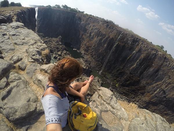Veja uma parte das Cataratas totalmente seca